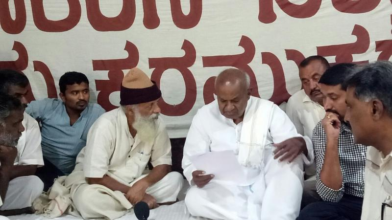 devegowda at the satyagraha
