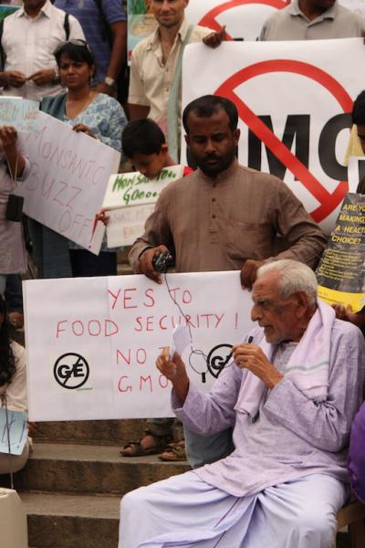 Noted Freedom Fighter Doreswamy joined the Bangalore protest against Monsanto